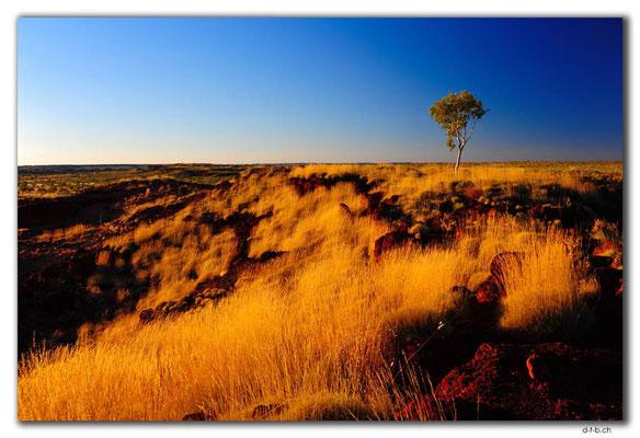 AU0221.Ngumban Cliff Lookout