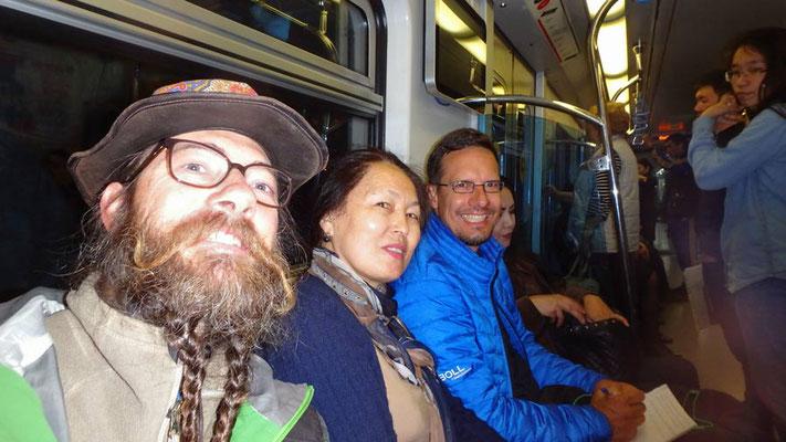 KZ:Almaty.David,Gulmi,Tobias in der Metro