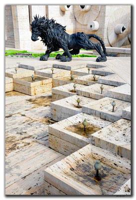 AM044.Yerevan.Löwe aus Pneu