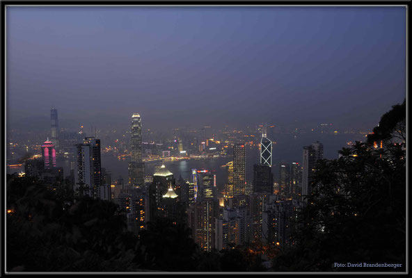 C2734 Hong Kong Victoria Peak by night