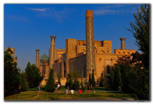 UZ0114.Samarkand.Registan.Fussball