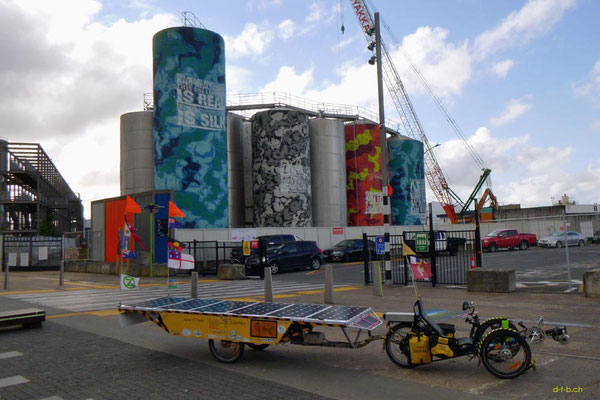 NZ: Solatrike in Auckland, Silos