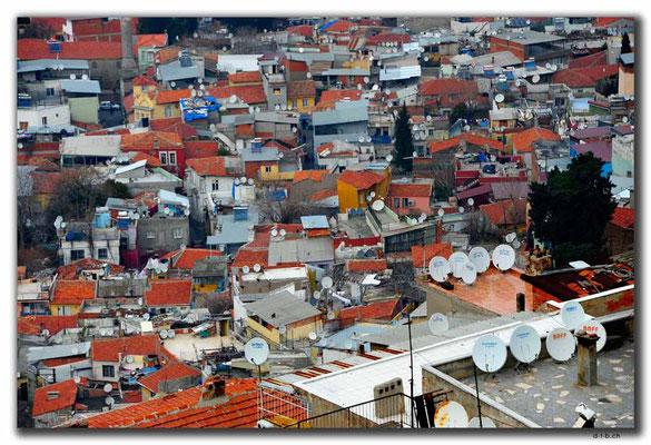 TR0056.Izmir.Wie viele Satellitenschüssel