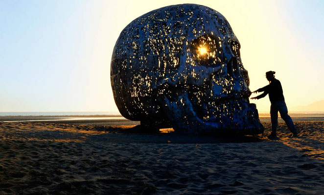 Südkorea, Busan mit Schädelskulptur