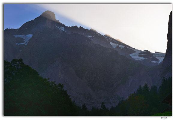 GW0122.Morgensonne am Wetterhorn