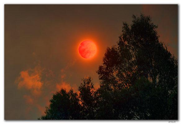 AU1311.Sun behind Bushfire
