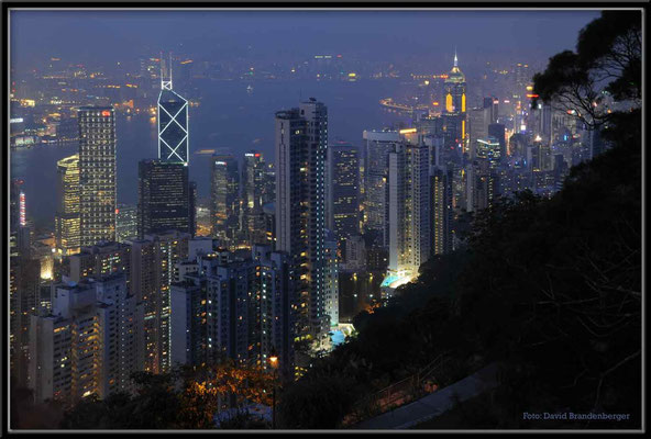 C2735 Hong Kong Victoria Peak by night