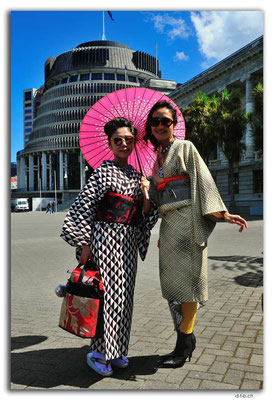 NZ0441.Wellington.Beehive & Japanese Women