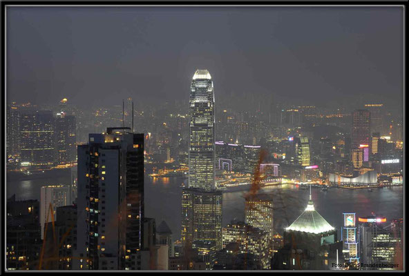 C2738 Hong Kong Victoria Peak by night