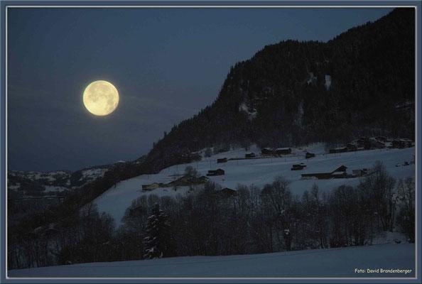 A0315.Klosters Dorf mit Mond