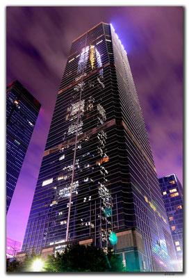 CN0424.Shenzhen.Finanzturm im Spiegel