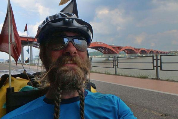 KR: Selfie vor Brücke, Incheon