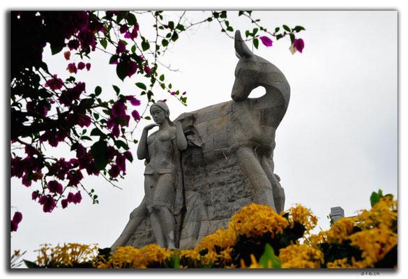 CN0464.Sanya.Luhuitou Park.Deer Statue