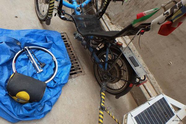 CN.Peking.Solatrike Reparatur.Felge ersetzen