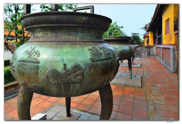 VN0173.Hue.Citadel.Tho Mieu Temple Complex.Dynastic Urn