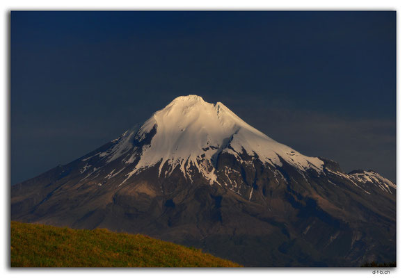NZ0400.Mt.Taranaki view from Cape Egmont Boat Club