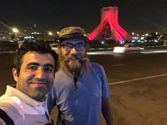 Milad und David am Azadi-Platz
