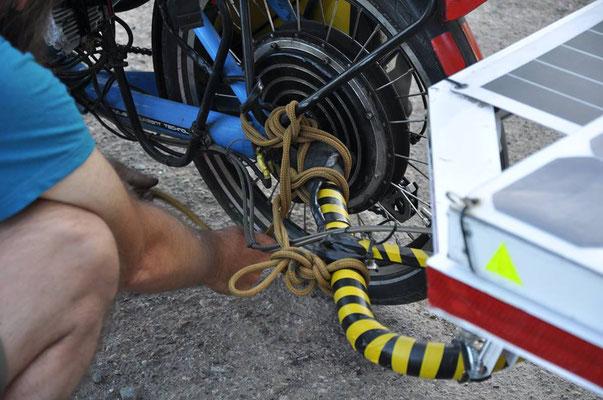 KZ: Notreparatur mit Seil. (Foto: Tobias)