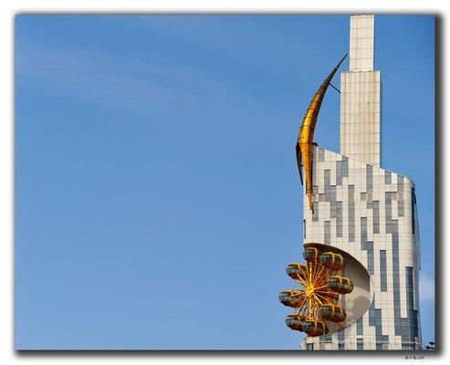GE023.Batumi.verrückte Architektur