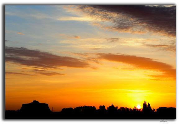 CN0147.Festungsruine.Xitancun.Sonnenaufgang