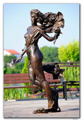 PL228.Statue in Elk