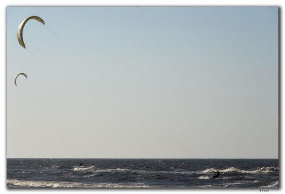 PL318.Kitesurfer