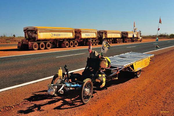 AU: Grössenvergleich Solatrike mit Road Train