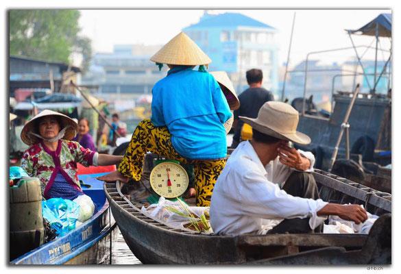 VN0372.Phong Dien.Floating Market