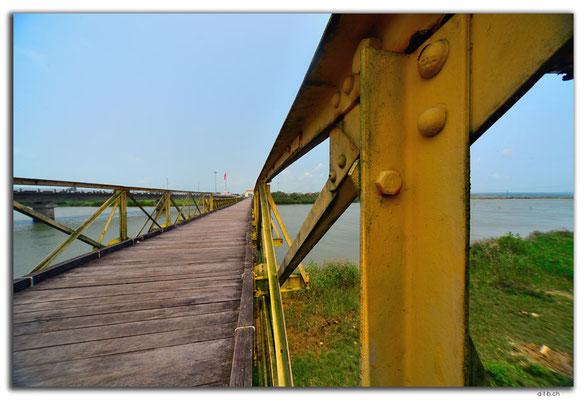 VN0149.Hien Luong Bridge