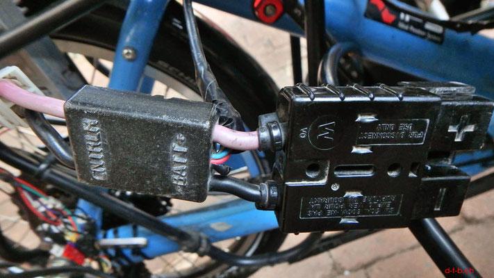 AU: Solatrike Batteriestecker