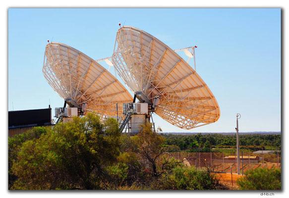 AU0400.Carnarvon,Tracking Antennas