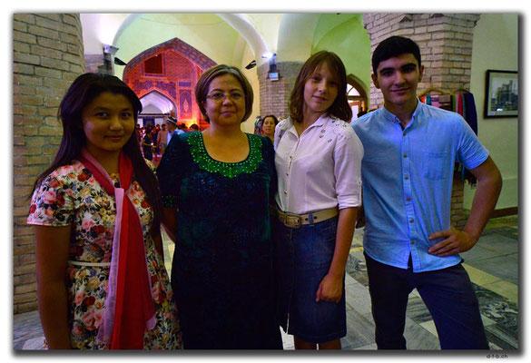 UZ0090.Samarkand.Registan.Usbeken