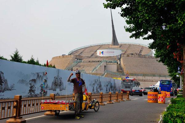 CN.Peking.Solatrike beim Millenium-Monument