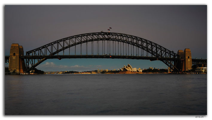 AU1661.Sydney.Opera House & Harbour Bridge.McMahon Point