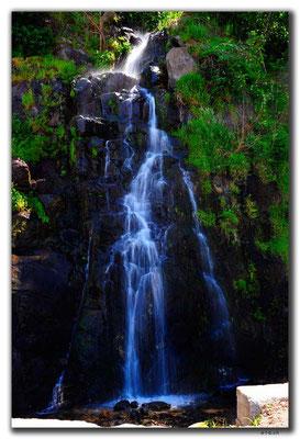 TR0988.Wasserfall an der Küste