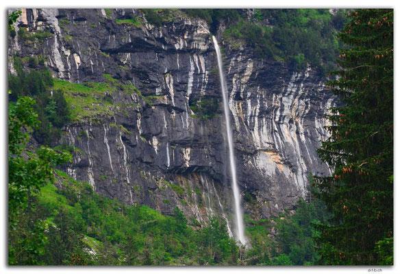 GW0120.Temporärer Wasserfall am Mättenberg