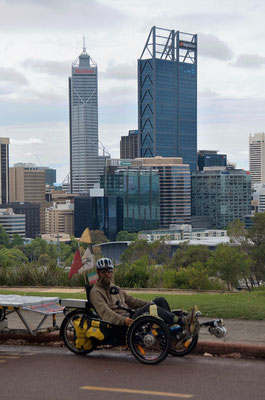 AU: Perth. Kings Park with Skyline (Photo: Tom Hogarth)