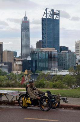 AU: Perth. Kings Park with Skyline (Photo: Tom Hogarth)