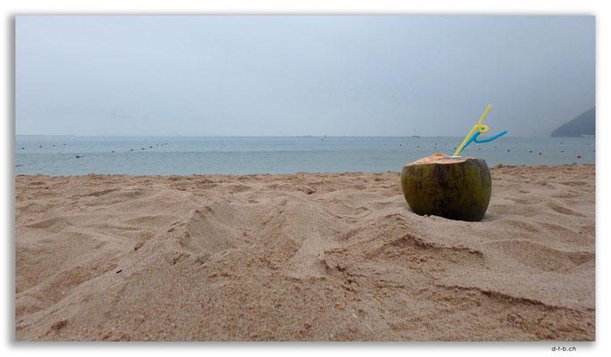 CN0460.Sanya.Donghai Beach bei Regen