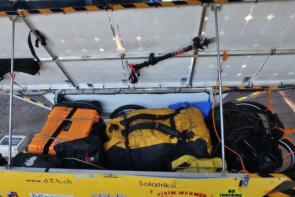 AU: Solatrike, Gepäck eingeladen