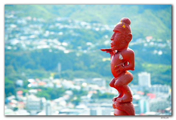 NZ0466.Wellington.Mt.Victoria view.with Maori carving