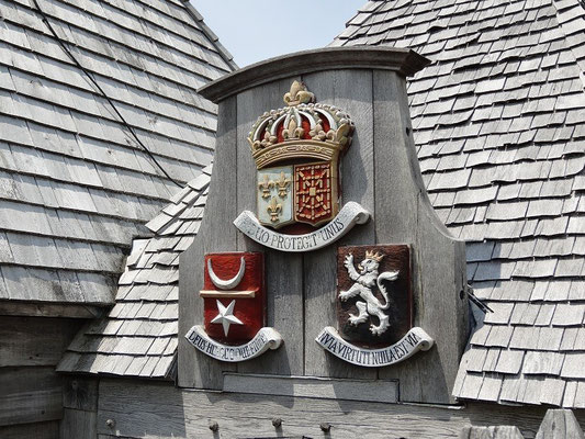 Altes Wappen über der Eingangspforte zu Port Royal in Nova Scotia.