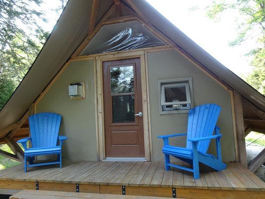 Camping im Fundy National Park: Komfortable Ausstattung im oTENTik.