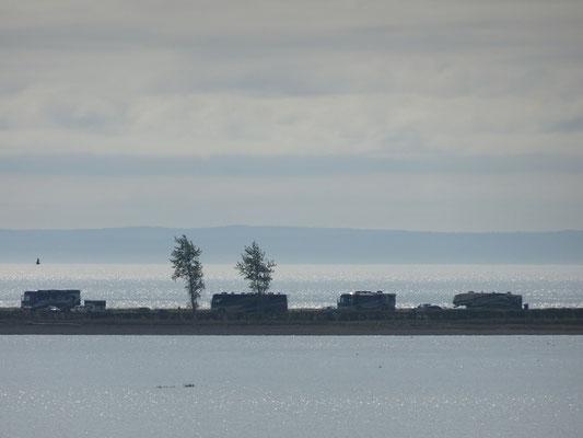 Urlaub in Quebec: Wohnmobile am Strand von Carleton-sur-Mer.