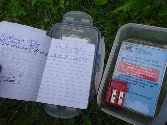 Geocaching im Forillon Nationalpark: Ein Blick ins Logbuch zeigt, wer vor uns schon alles hier war.