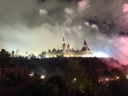 Urlaub in Ottawa: Rauchschwaden während des Feuerwerks.