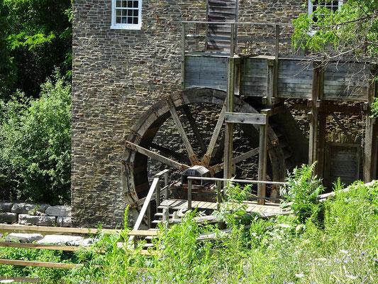 Black Creek Pioneer Village in Toronto: Blick auf die Wassermühle Roblin's Mill.