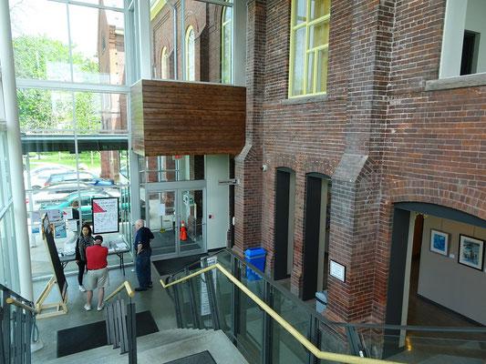 Innenansicht der Assembly Hall auf dem Lakeshore Campus.