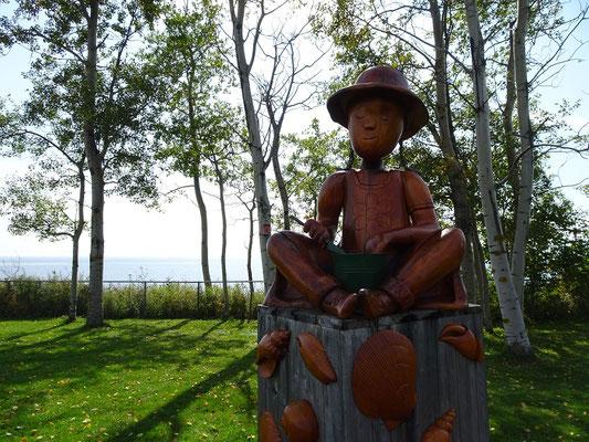 Urlaub in Quebec: Skulptur an einem Rastplatz an der Route 132. Die Strasse umrundet die gesamte Gaspesie-Halbinsel entlang der Küste.