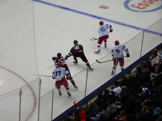 Eishockey Junioren-Weltmeisterschaft in Toronto: Das russische Team war den Letten immer einen Schritt voraus.